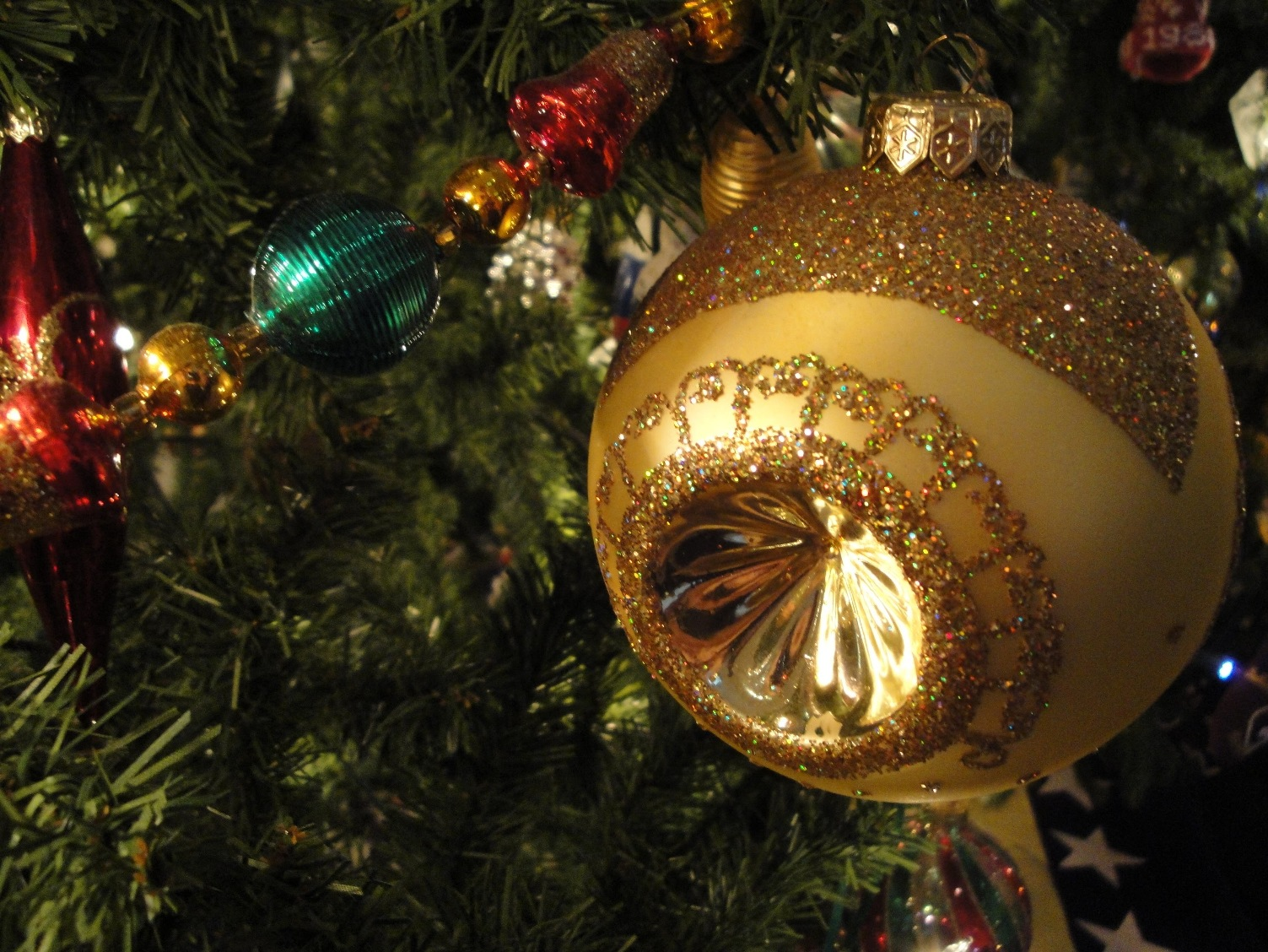 Keep your kitty safe this Christmas! - Cats on Broadway Veterinary ...